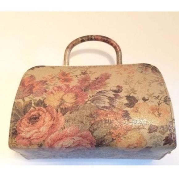 Cia. Tango Creations, Inc. Handbags - Cia Tiago Creations Inc Hard Backed Small Purse
